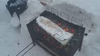 Лещ запеченный на углях на мангале.