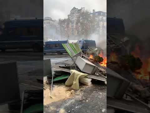 4 ساعات تسجيل لمعارك الشانزيليزيه  يوم 24 نوفمبر 2018 بين المحتجين وقوات البوليس الفرنسي