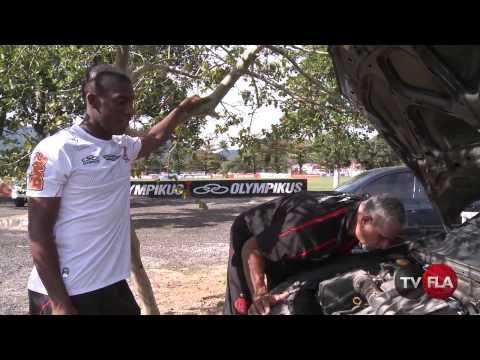 Trocando o óleo do carro com o volante Amaral