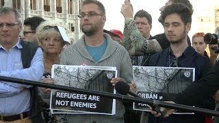 """""""Emberiesség elleni bűntett"""" - élőlánccal tiltakozott a DK"""
