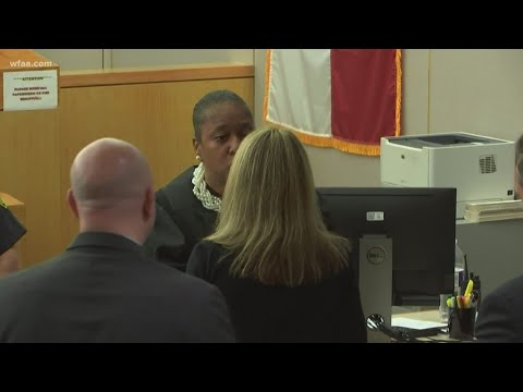 Judge Tammy Kemp gives Amber Guyger her personal Bible