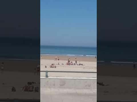 Muere un hombre de 72 años en la playa de La Concha, en Suances