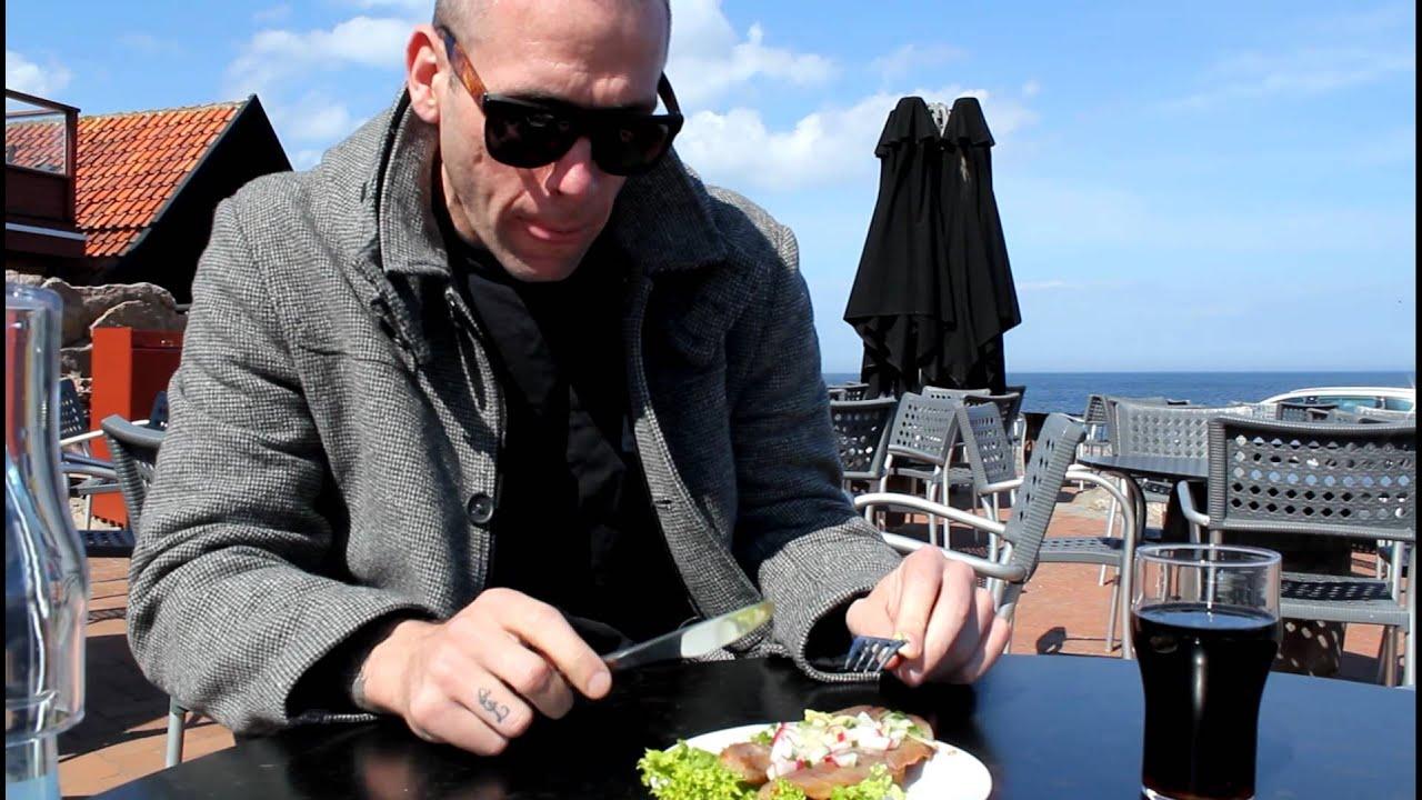 Liam O´Connor spiser sin første 'Sol Over Gud Hjem'