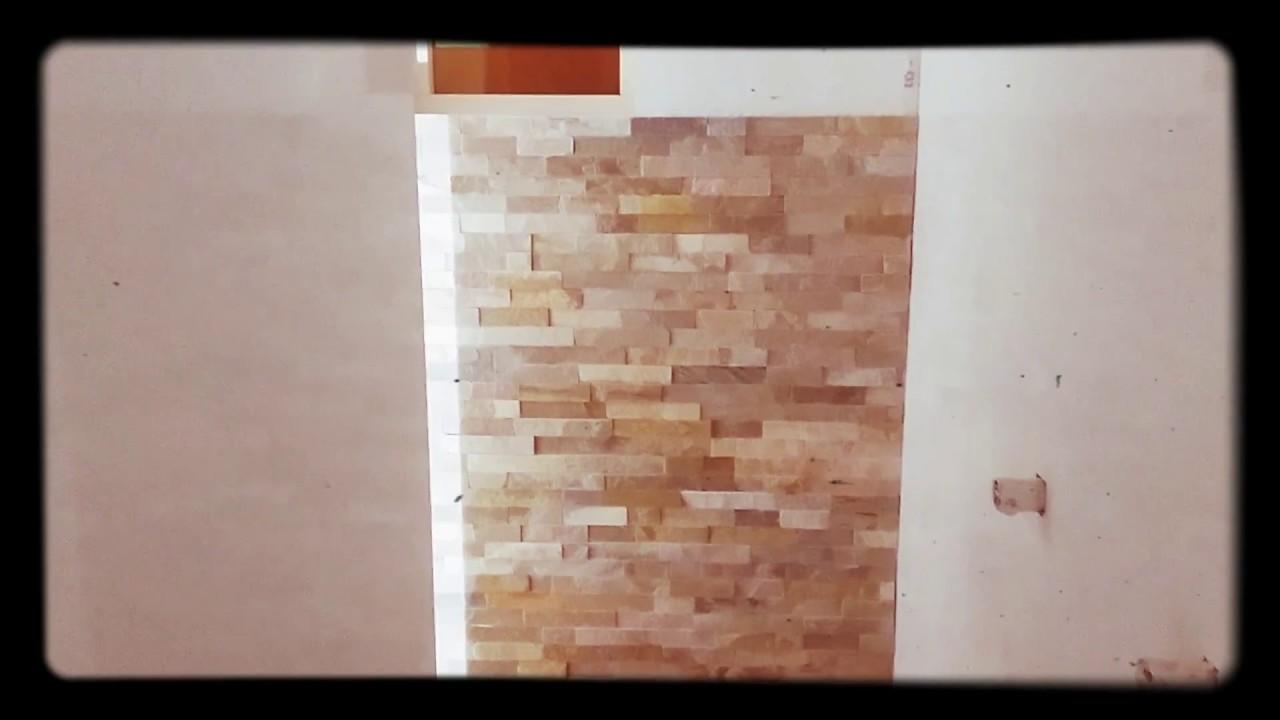 badkamer met steenstrips tegelen - YouTube