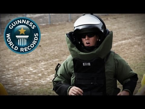 Fastest mile in a bomb disposal suit - Video of the Week 22nd August - Guinness World Records
