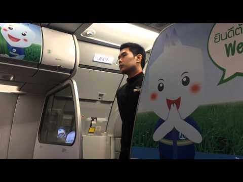 สจ๊วตสุดหล่อแอร์เอเชีย สาธิตวิธีใช้อุปกรณ์ความปลอดภัยบนเครื่องบิน-Air Asia
