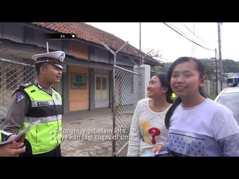 Mau Ditilang Polwan, 2 Gadis Ini Minta Dibelain Pak Polisi - 86
