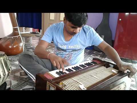 आपने इन्हें सुना होगा आज LIVE देख लीजिये | A Perfect Harmonium Player | Pushkar Sir
