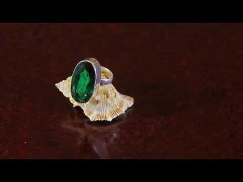 Серебряное кольцо с зеленым кварцем, размер 18