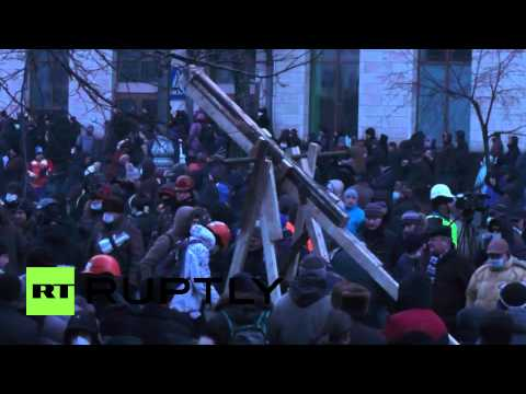 Ukraine: Giant catapult constructed in Kiev as violent protests continue