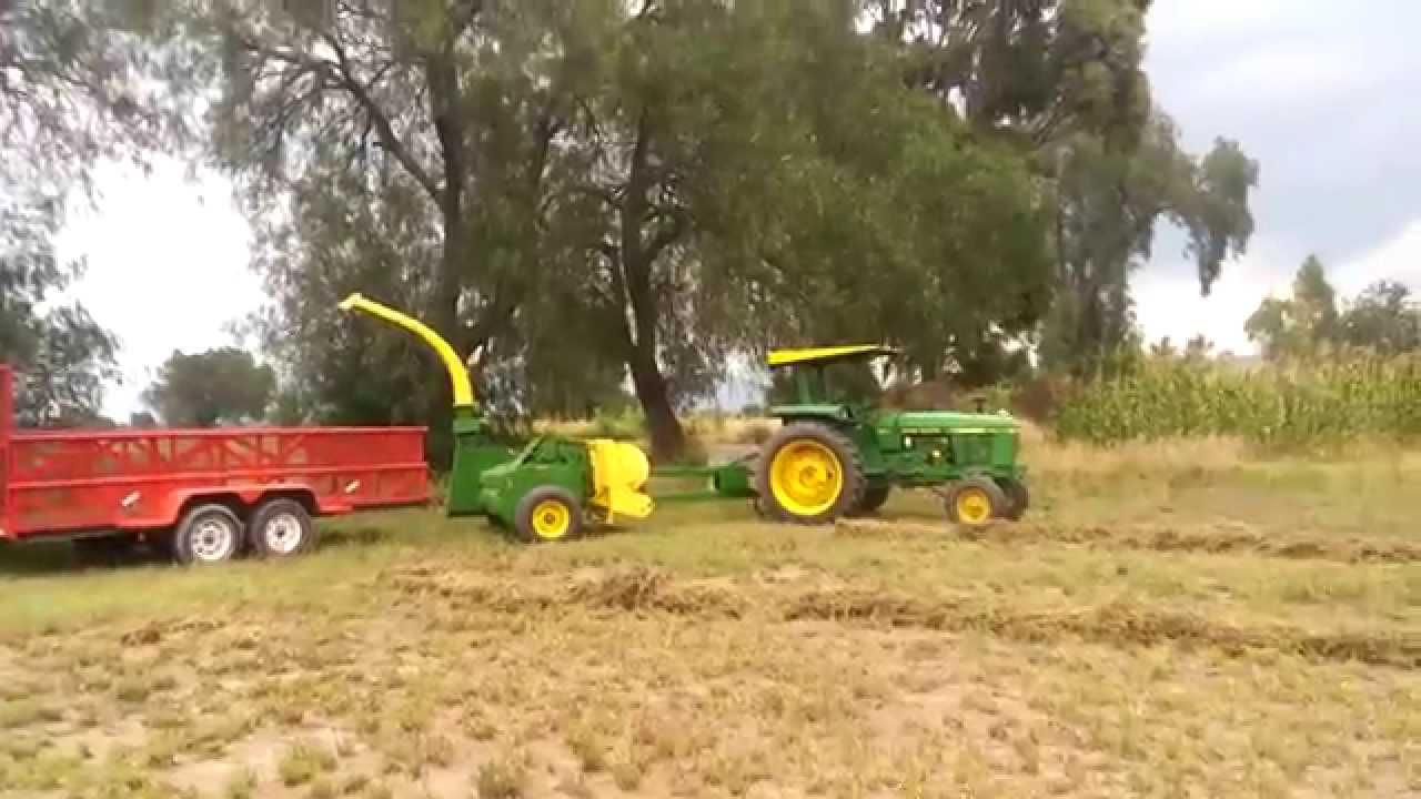 Tractor 2755 John Deere Con Ensiladora 3940 John Deere Y Su Remolque