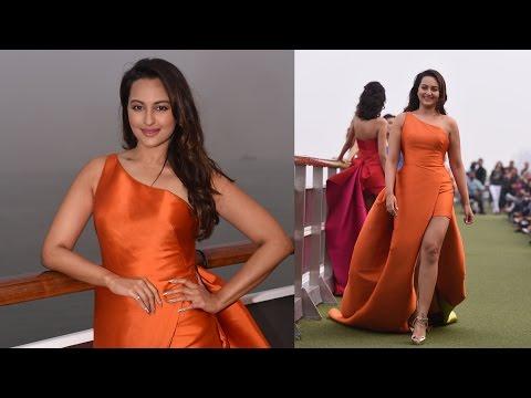 Sonakshi Sinha Walks for Monisha Jaisingh at 'Lakme Fashion Week 2017' Mp3