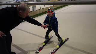 Как научиться кататься на лыжах!!!