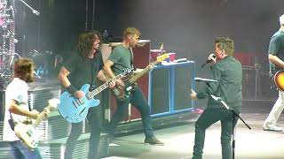 """FOO FIGHTERS & RICK ASTLEY """"NEVER GONNA GIVE YOU UP' @ 02, LONDON 19.9.17"""