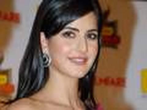 who is kareena kapoor dating