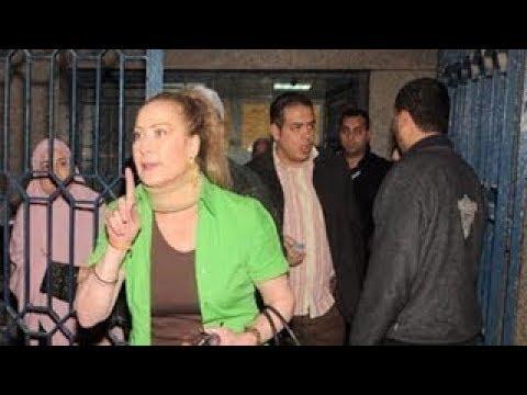رغده تسب السيده عائشه والمتواجدون ينهالوا عليها بالضرب !