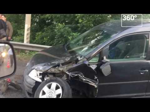 Авария практически остановила движение навъезде вЧехов