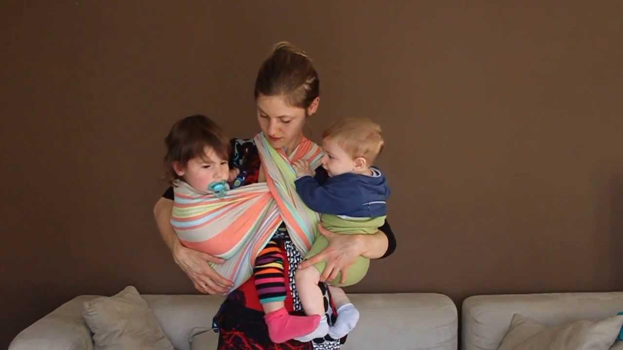 Co-portage   1 écharpe (2 hamacs simples), 2 bébés (jumeaux ou d âges  rapprochés) 2164d5bd189