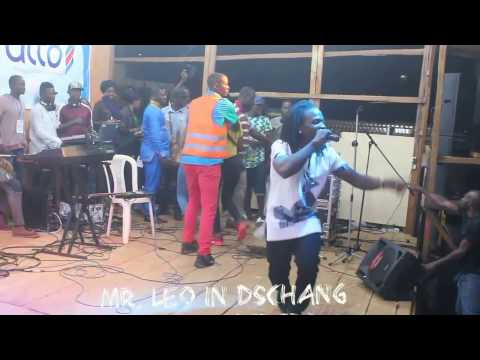 Mr Leo performing On Va Gerer at the Dschang Trade Fair (Music Camerounaise)