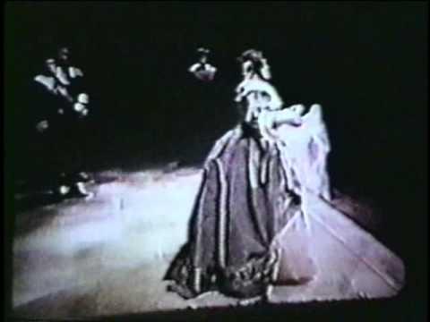 Joan Sutherland (filmed from backstage)  Puritani ~