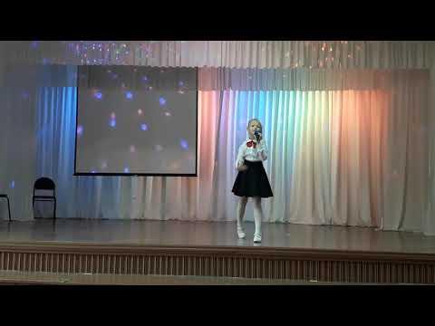 """Вероника поёт песню """"Мы маленькие звезды"""" на школьном концерте ко Дню Учителя, 2019"""