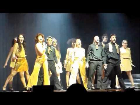 ELVIS THE MUSICAL - Esibizione del cast
