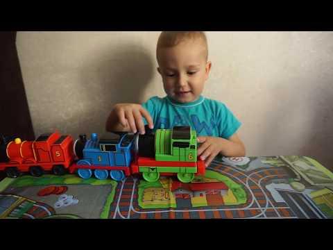 Тимурка поёт песенку из мультика Томас и друзья Паровозы Томас и друзья Тимур играет с паровозиками