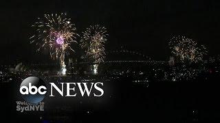Video Sydney Celebrates Arrival of 2016 download MP3, 3GP, MP4, WEBM, AVI, FLV Juli 2018