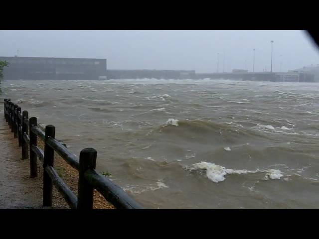 Cumberland River Dam #2 - Nashville Flood 2010