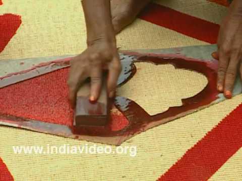 Colouring a coir mat at Muhamma
