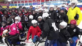 Губернатор Вячеслав Шпорт пообщался с воспитанниками детской школы по хоккею с мячом