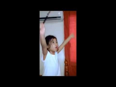 """Annie Movie 2014 - """"Tomorrow"""" Singing Soundtrack - cute 4 yr old Girl (FLSB)из YouTube · Длительность: 1 мин40 с"""