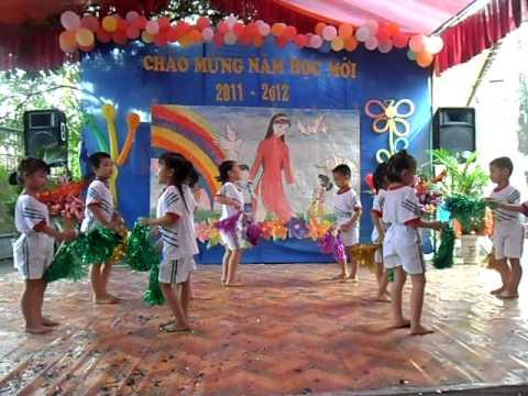 TRƯỜNG MẦM NON BAN MAI KHAI GIẢNG NĂM HỌC 2011-Aerobic cùng các bé nào ^^