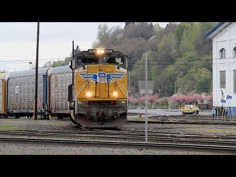 An afternoon at Albina Yard - Portland, Oregon: Three trains & a CNW classic.