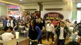 SM TARLAC CITY MOB DANCE August 4, 2012
