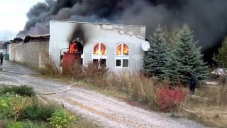 пожар в Хмельницком(на одной из частных территорий г.Хмельницкий загорелся склад.без воды приехали пожарные,гидрант выглядит..., 2011-10-12T08:19:15.000Z)