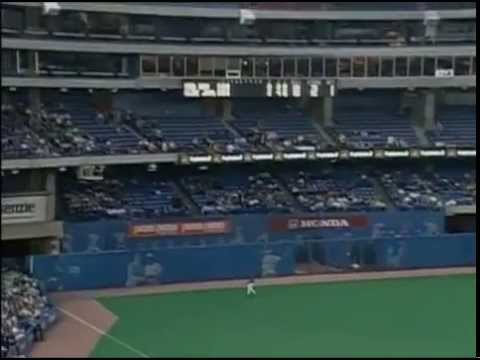 Manny Ramirez hits the longest SkyDome home run (2001)