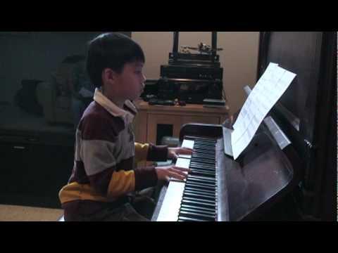 Cao Linh plays Beethoven's Moonlight Sonata.mpg