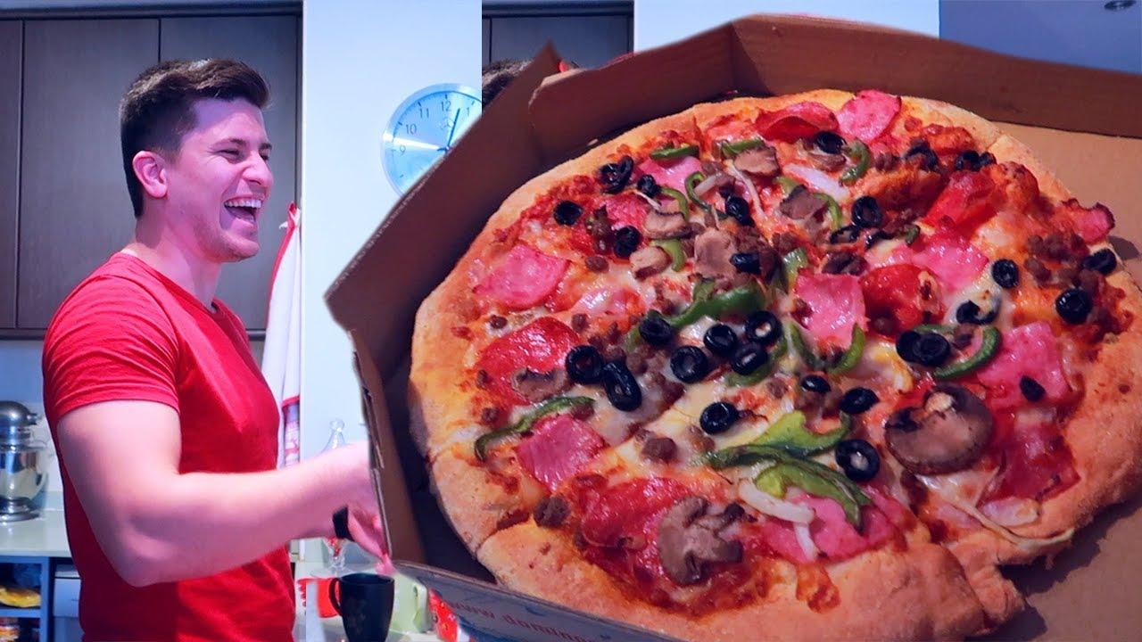 языком две девушки заказали пиццу видео предложил