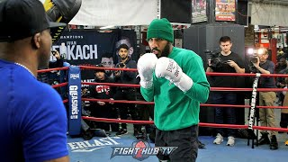 BACK TO BASICS - JARRET HURD WORKING BOXING FUNDAMENTALS ON THE MITTS DURING BOXING WORKOUT