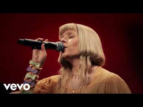 AURORA – Runaway (Live Performance)