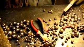Создание винограда декоративного из шариков #1 /Creating a grape decorative from balls(Что можно сделать из шариков от старых подшипников. В такой незатейливый способ можно сделать своими рукам..., 2014-01-17T20:45:13.000Z)