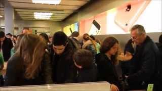 Apple Store New York / Эпл Стор в Нью Йорке - 5th avenue, Где Купить Iphone New York(Сердце всей корпорации Apple - огромный центральный магазин Apple Store в Нью Йорке. Находится он на 5 авеню прямо..., 2014-08-07T19:14:38.000Z)