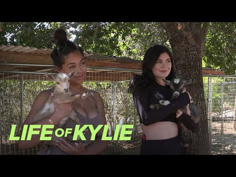 Kylie Jenner & Jordyn Woods Visit a Petting Zoo   Life of Kylie   E!
