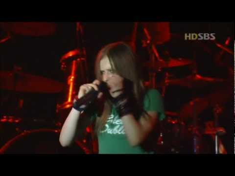 Avril Lavigne - Unwanted - Live in Seoul Korea 2003 [HD]