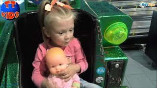 ✔ Кукла Ненуко и Ярослава на Аттракционах в волшебной стране Игрушек. Часть 1 / Nenuco Baby Doll