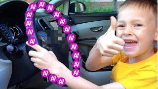Kami berada di dalam mobil. Roda di bus Lagu Anak Anak Video Edukasi dari Alex dan Nastya