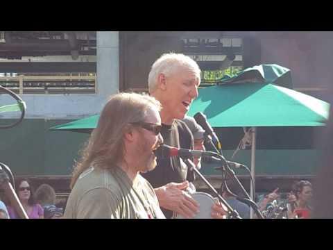 Mr Blotto with Bill Walton - 1977 - Wrigley Field Courtyard - July 1, 2017