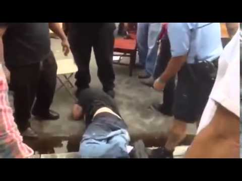 Drunk Idiot Slaps Police Officer and Gets a Beat Down