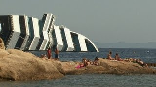 Italie: Le naufrage du Costa Concordia, attraction touristique